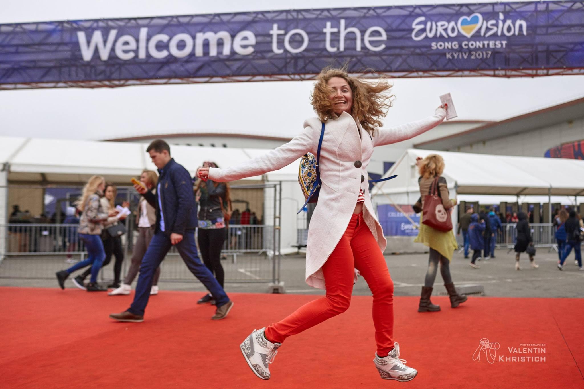 вставай и снимай Евровидение